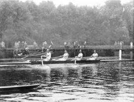 TRC crew in the Wyfold Challenge Cup 1927 paddling to start