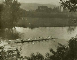 TRC crew in the Grand Challenge Cup 1927 paddling to start