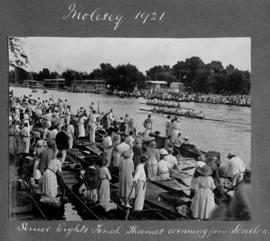 Molesey 1921 - senior eights final, Thames winning from London